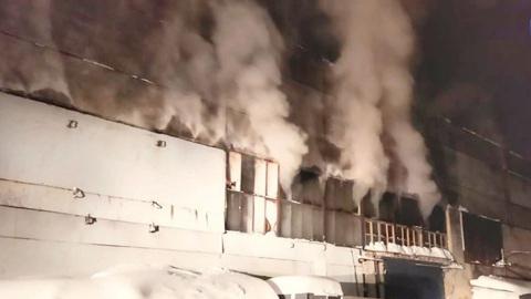 Вести. На тушение пожара на фанерном комбинате в Уфе ушли сутки