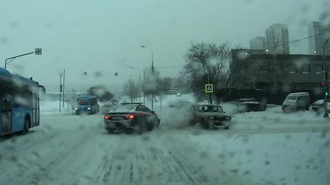 ЧП. Авария с участием машины Следственного комитета в Москве попала на видео