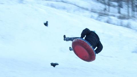 Вести-Курск. Трое курян травмировались при катании с ледяной горки