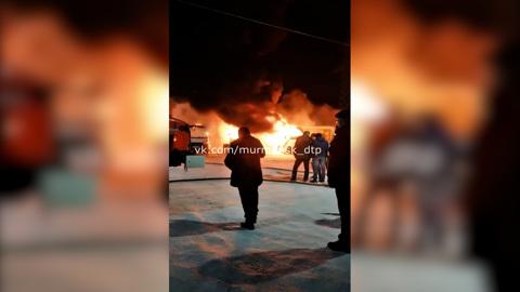 ЧП. В Мурманске полицейские выясняют, как на стоянке сгорели 10 маршруток