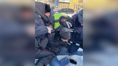 ЧП. Полиция Череповца отреагировала на видео с задержанием водителя при беременной жене