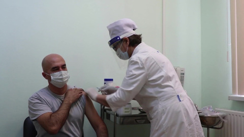 """Новости на """"России 24"""". Военные на российской базе в Таджикистане получили прививки от коронавируса"""