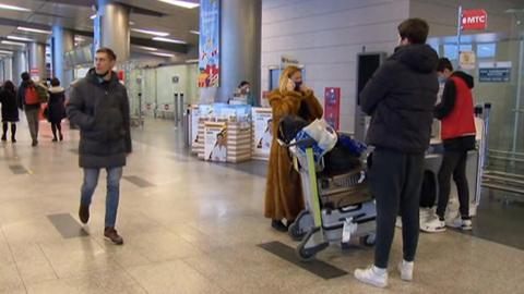 """Новости на """"России 24"""". Россия снимает ограничения на въезд для граждан ряда стран"""