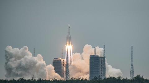Китай запустил главный модуль своей новой орбитальной станции