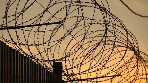 Осужденный за убийство сбежал из тюменской колонии