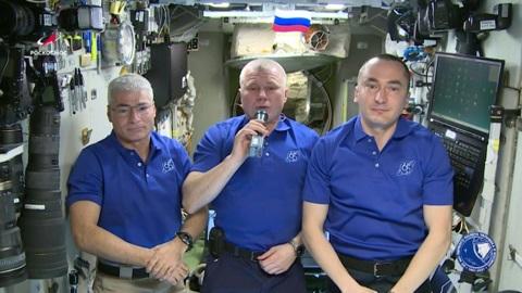 Члены экипажа МКС записали видеопоздравление в День Победы