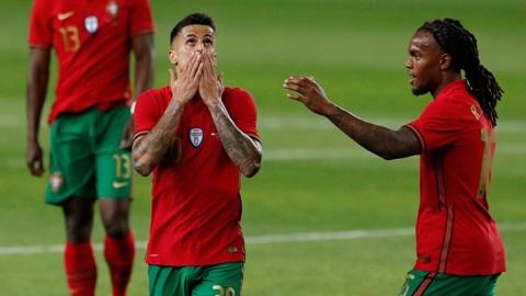 Защитник сборной Португалии сдал положительный тест на COVID-19