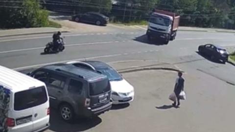 Байкер погиб в столкновении с самосвалом в Подмосковье
