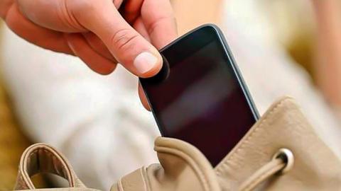 Жительница Пензы отняла у подростка телефон в ответ на замечание о пьянстве