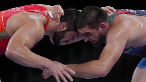 Борцы Садулаев и Рашидов вышли в 1/4 финала Олимпийских игр