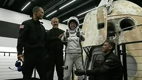 Непрофессиональные астронавты благополучно вернулись на Землю