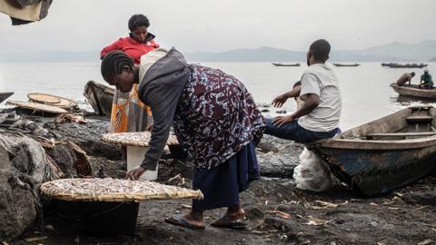 """Пороховая бочка: насколько опасно африканское """"газовое озеро"""" Киву?"""