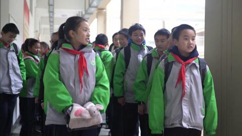 Большой брат следит: умная форма не дает китайским школьникам прогуливать