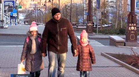 Донецк возвращается к миру под звуки канонады
