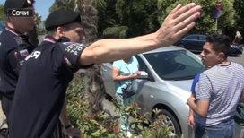 Как полицейские помогают иностранным фанатам