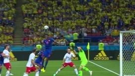 Йерри Мина забивает гол