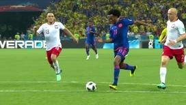Хуан Куадрадо забивает третий гол Польше