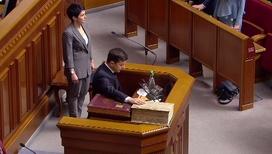 Принес присягу, объявил о роспуске Рады и заявил, что готов пожертвовать должностью