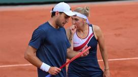 Теннисисты Веснина и Карацев вышли в полуфинал в миксте