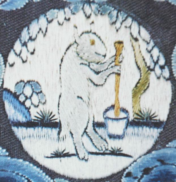 Согласно китайским мифам, на Луне живёт нефритовый заяц и толчёт в ступе порошок бессмертия