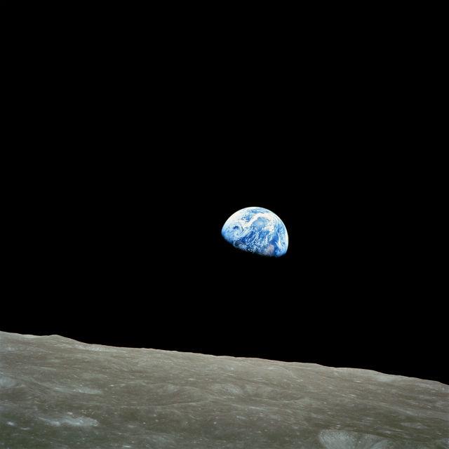 Частная компания сможет извлечь коммерческую выгоду из участия в программе: на Луне можно будет добывать полезные ископаемые и летучие химикаты