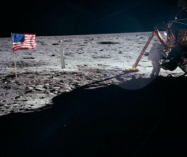 Американцы готовы вернуться на Луну. NASA объявило о запуске программы создания аппаратов для посадки на спутнике Земли