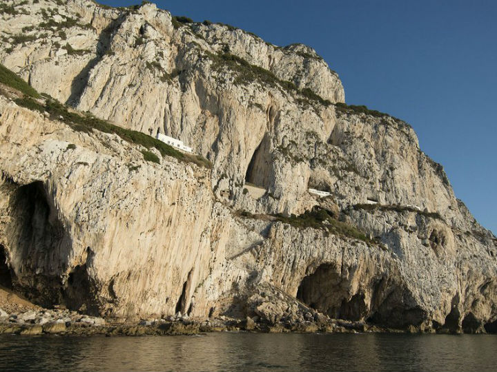 В пещере Горам обитали неандертальцы, которые питались птицей, рыбой и моллюсками