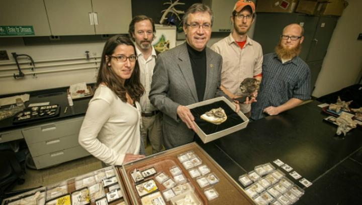 Группа учёных, совершивших открытие и анализ, во главе с  Дэвидом Краузе