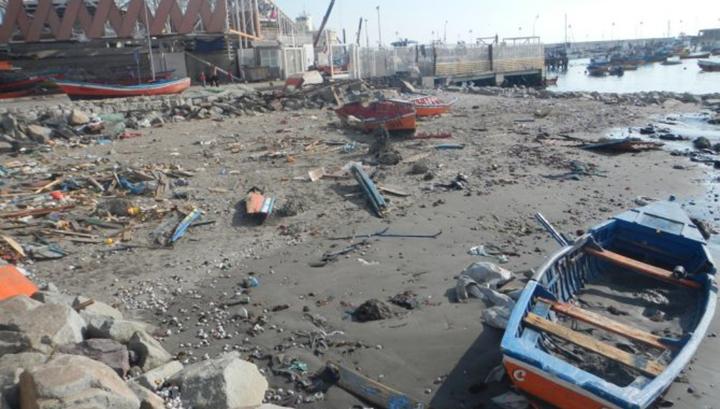 Последствия цунами, обрушившегося на Чили в апреле 2014 года и вызванного землетрясением магнитудой 8,2
