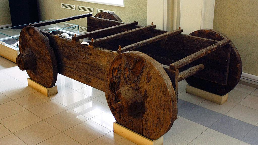 Реконструкция колесной повозки, предположительно относящейся к поздней ямной культуре (около 2000 года до н.э.). Фото: Ростовский областной музей краеведения