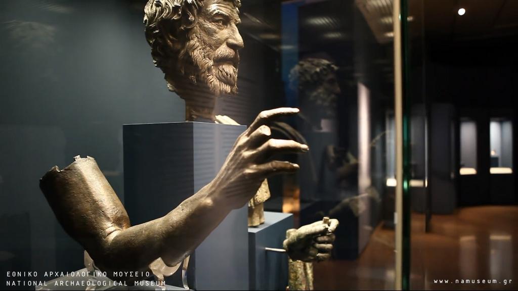 """Одна из бронзовых статуй (""""Философ""""), обнаруженных на месте крушения Антикитерского корабля. Фото: namuseum.gr"""