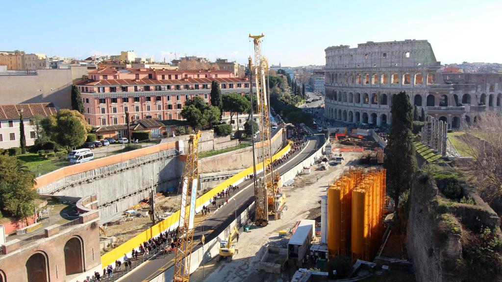 Строительство станции Fori Imperiali близ Колизея. Фото: Интерьер готовящейся к открытию станции Сан Джованни, соседней с Амба Арадам. Археологические находки включены в оформление станции. Фото: Metrocspa