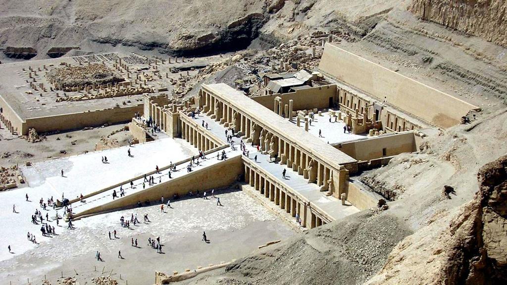 Заупокойный храм Хатшепсут в Дейр-эль-Бахри. Фото с сайта orangesmile.com
