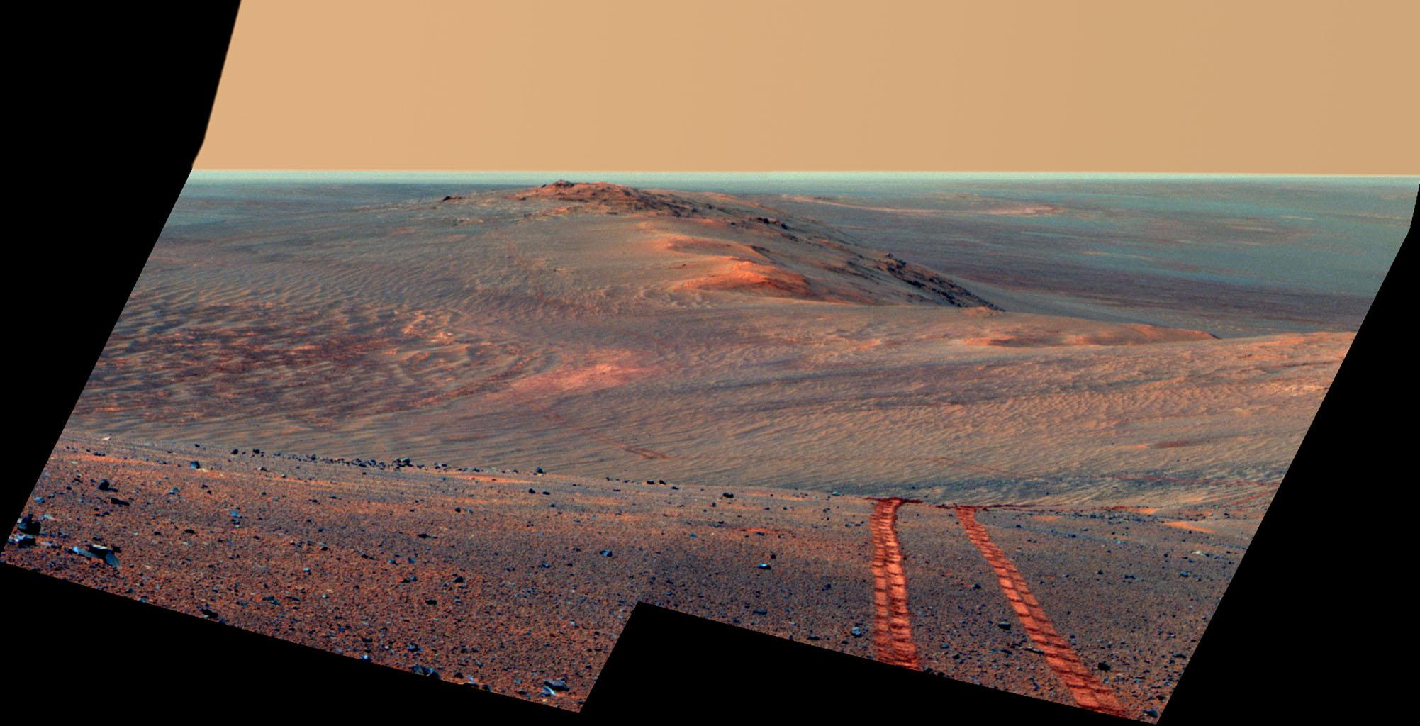 Ровер передал сотни тысяч фотографий Марса.
