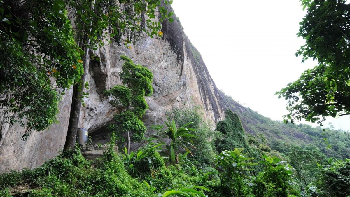 Пещера Фа Хиен в тропическом лесу Шри-Ланки была домом для сапиенсов на протяжении около 40 тысяч лет.