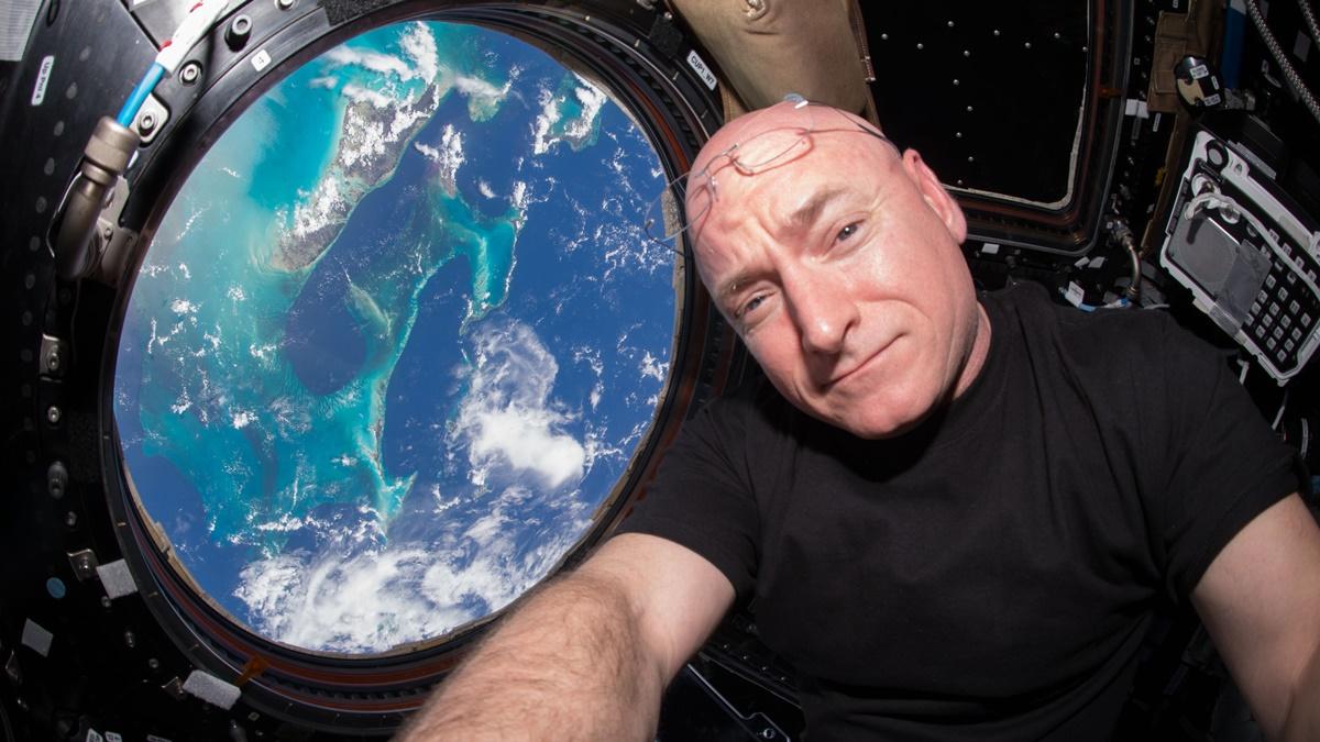Скотт Келли принял участие в длительной экспедиции на МКС, которая продолжалась 340 дней.