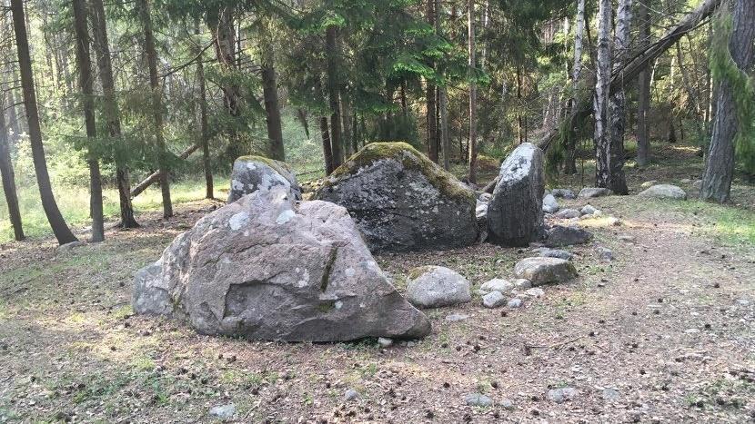 Мегалит в месте под названием Ансарве на шведском острове Готланд служил гробницей более 700 лет.