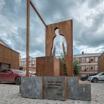 В Москве появился монумент курьерам