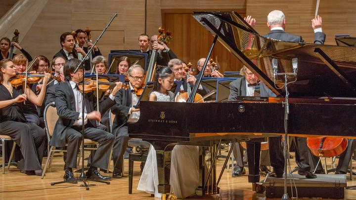 Московский Международный Дом музыки, за инструментом - Шио Окуи. / Автор: Московский Международный Дом музыки