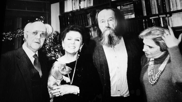 Фото на память с семьей  Александра Солженицына
