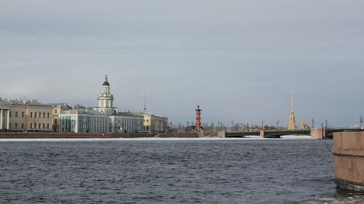 И Петербург, где была не московской гостьей – хозяйкой дома.