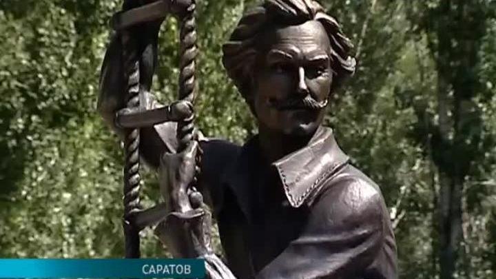Памятник Олегу Янковскому открыт в Саратове
