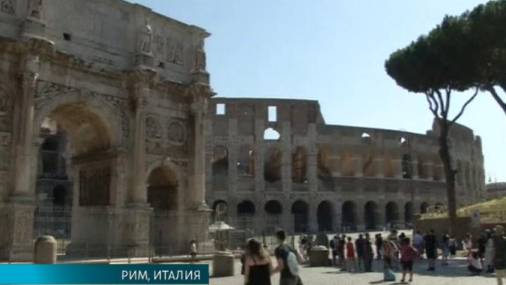 Реставраторы вручную очистили стены Колизея