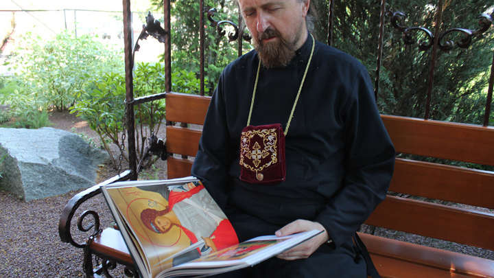 Настоятель первого в Москве храма Андрея Рублева отец Владимир Леонов