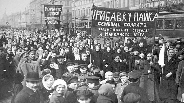 Февраль 1917 года. Петроград. Требование хлеба. Старая фотография