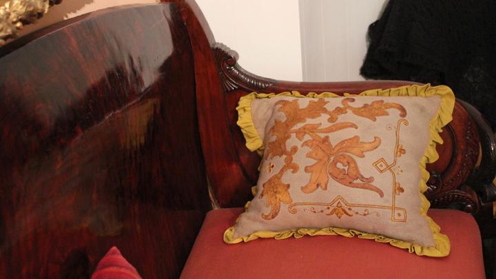 Подушка, вышитая Софьей Андреевной