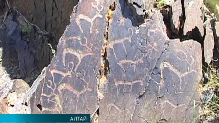 На Алтае обнаружены уникальные наскальные изображения