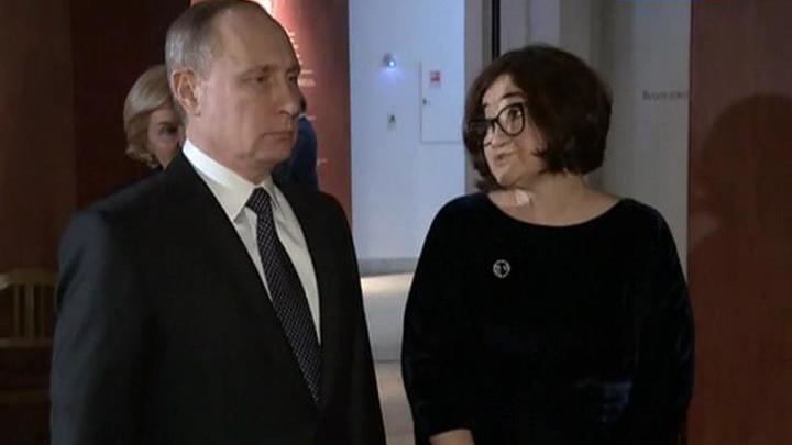 Владимир Путин осмотрел две экспозиции Третьяковской галереи