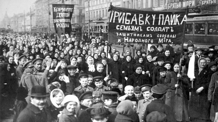 Февраль 1917 года на улица Петрограда. Старая фотография