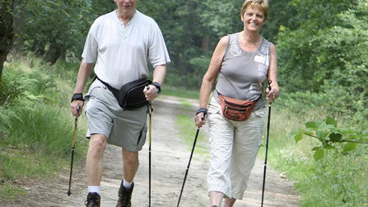 Скандинавская ходьба - спорт для пожилых.